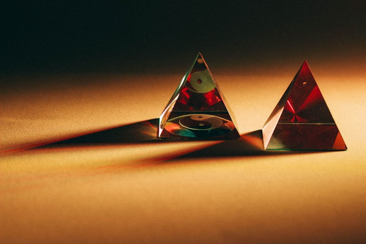 two pyramid Dices